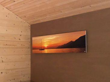"""Infra Evolution Infrarotheizung """"sunset"""" auf Lehmwand. Wandmontage."""