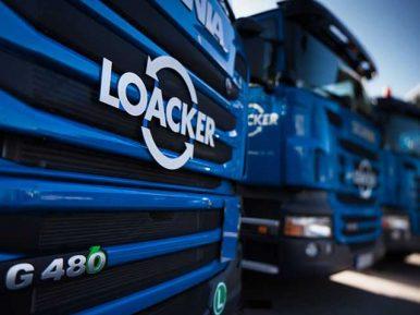 Nachtspeicheröfen entsorgen. blauer Scania G480 LKW der Firma Loacker Recycling